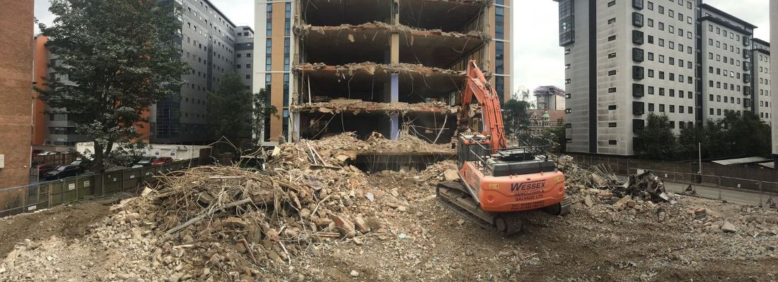 Doosan DX380 Excavator demolishing Oxford House, Bournemouth