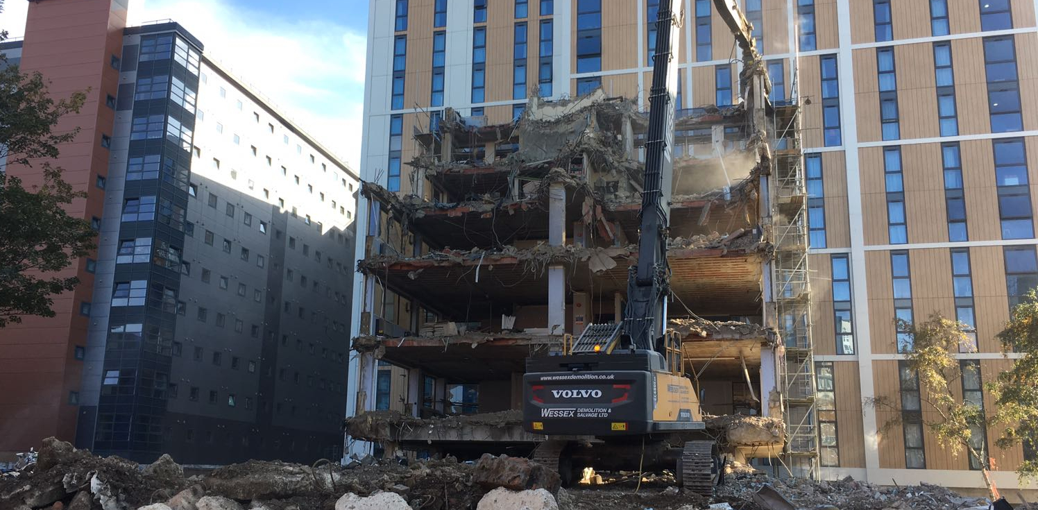 Volvo EC480 High Reach Excavator demolishing Oxford House, Bournemouth